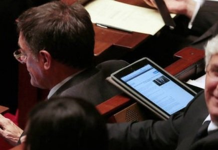 Tablets More Amusing Than Debates For French MPs